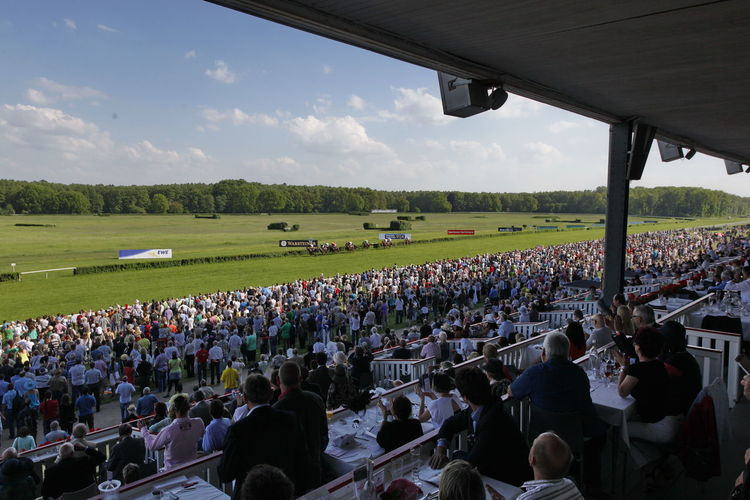Cloud - Sky Crowd Day Field Galopprennbahn Grandstand Hoppegarten Large Group Of People Men Nature Outdoors People Racecourse Park Races Racetrack Real People Sky Togetherness Tribune Women