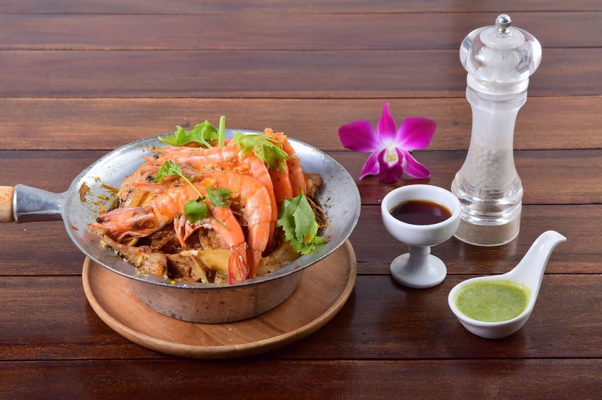 Shrimp potted with vermicelli. casseroled shrimps with glass noodles. Kung Op Woo Sen Baked Shrimp Vermicelli Casseroled Prawns Kung Op Woo Sen Shrimp Shrimp Potted With Vermicelli Casseroled Shrimps With Glass Noodles Delicious Sauce Table