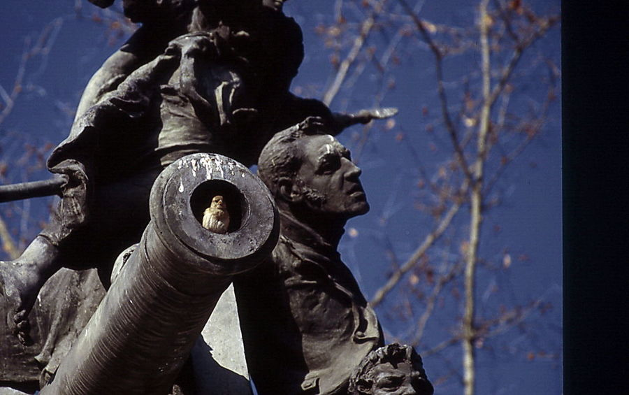 don´t shoot Day Don´t Shoot Freedom Madrid, Spain Make Peace Not War ✌ No People Outdoors Peace Statue