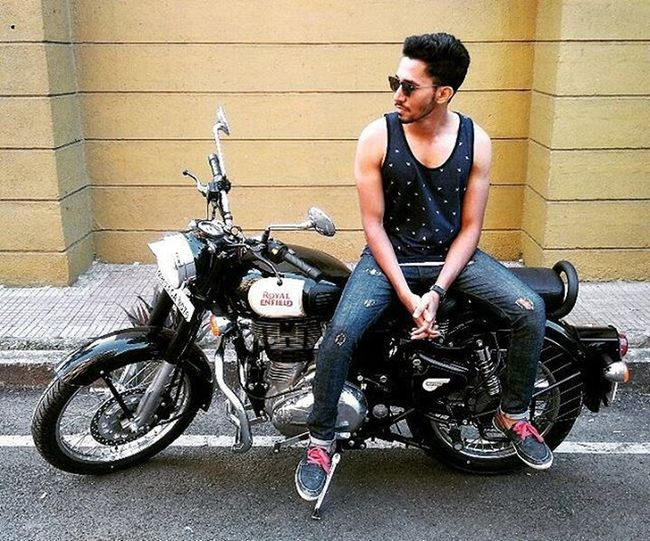 Enfield...😍 Royalenfield Classic350 Beauty Journey Life Thump Royalenfieldbeasts Stayroyalliveenfield Re Beard Mensfashion Style Trend Ootd Muscle Hair Fitness Peace Life Muscletees Shoes Denim
