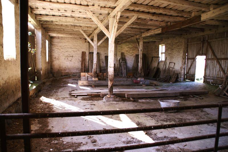 ScheunenIdylle Stillleben Indoors  No People Verfallene Scheune