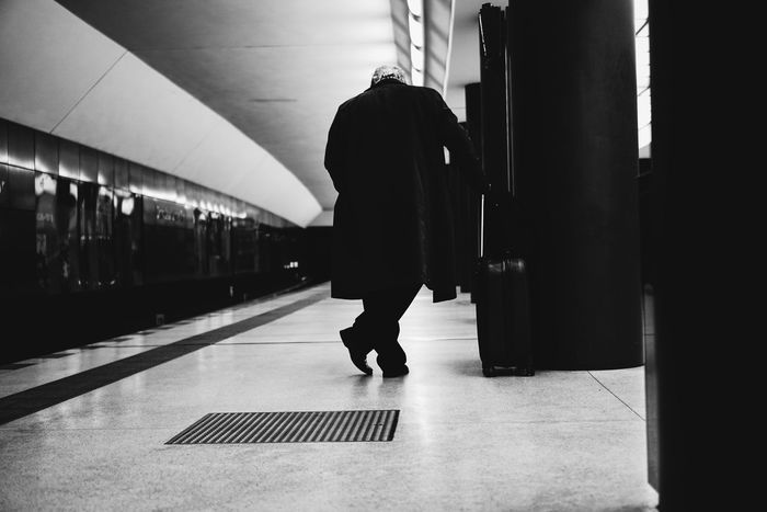 The Roll 85% and I Love it 😊 Berlin Street Photography Streetphotography Real Photography Real People Notes From The Underground VSCO Real Life Berlin Focus On Foreground City Life Sony A6000 35mm Lifestyles Streetphoto_bw Blackandwhite Monochrome Man Eyeemoninstagram