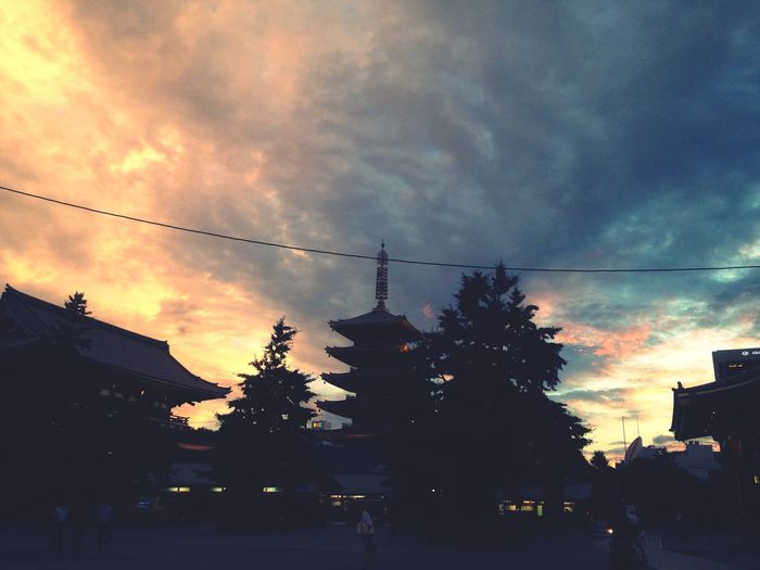 Asakusa Sensoji Hello World Light And Shadow Hello World Twilight Sky Night Photography EyeEm Nature Lover EyeEm Best Shots Tokyo 二天門から浅草寺と五重塔