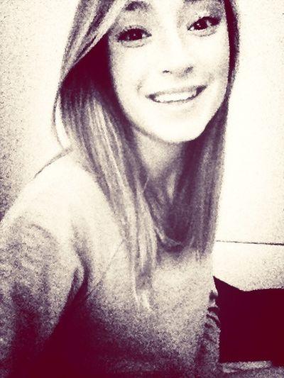 fingo un sorriso per farti notare il sole nelle mie pupille e non l'oceano nascosto dietro le mie palpebre