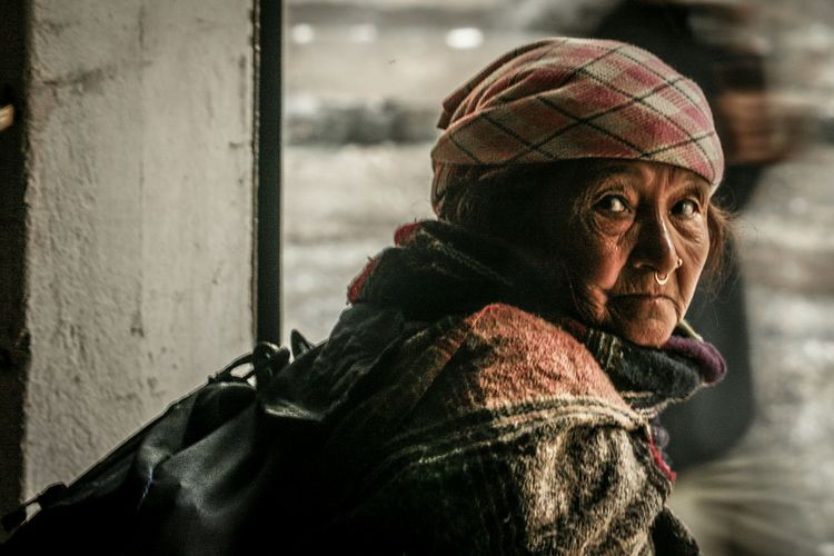 camera eye Portraits Of EyeEm Portrait Travel Luggage Raining Gangtok Sikkim Sikkimdiaries Old Woman Portrait Portrait Of A Woman Portrait Photography Streetphotography City Warm Clothing Winter Close-up