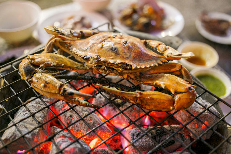 Grilled crab on