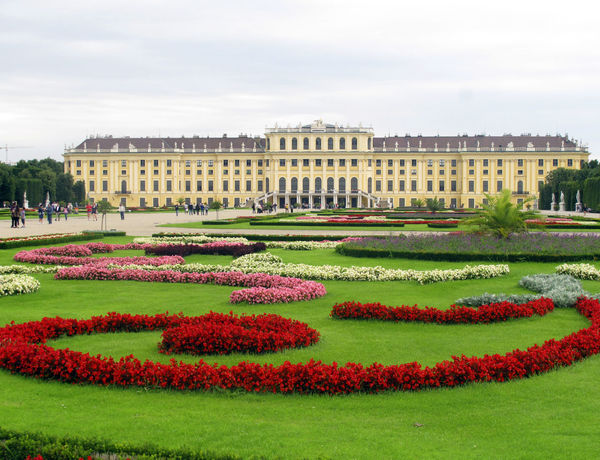 Architecture Building Exterior City Cloud - Sky Day Façade Flower Flowerbed Government No People Outdoors Schonbrunn Palace Schönbrunn Schonbrunn Palace Schönbrunn, Vienna Austria Schönbrunnpalace Sky Travel Destinations Travel Photography Vienna