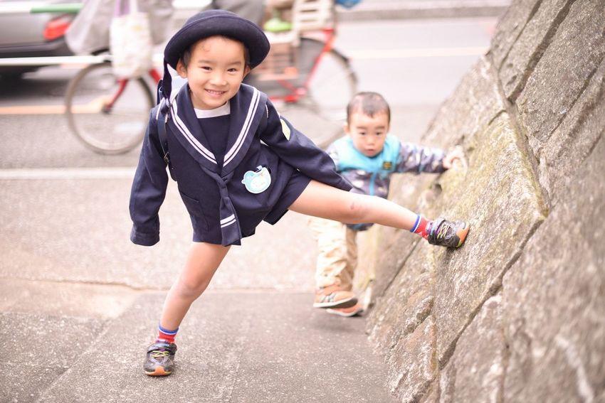 メリークリスマスイブ♡ まだ安静指示が出ていて子供たちと離れ離れなんですけど、サンタ業務は粛々と進行しています(((o(*゚▽゚*)o))) 写真は冬休み前の、登園前の一コマです(´ω`*) Kids Being Kids Living Life Snapshots Of Life Japan Winter