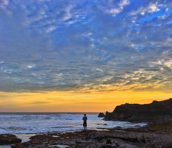 EyeEmNewHere Tanahlot Tanahlot, Bali, Indonesia Tanah Lot Tanah Lot Bali, Indonesia Bali Sunset Sunrise Fishing Fisherman Silhouette Sky Cloud Sea