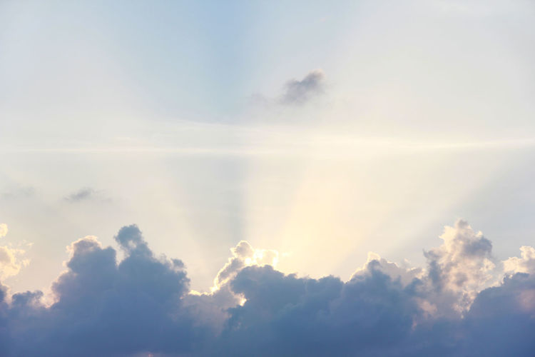 Cloud - Sky Beauty In Nature Sky Scenics - Nature Tranquility Sunlight Sun Beams Sun Beam Sun Beam From Cloud Sun Behind Clouds Nature Tranquil Scene No People Day Heaven Majestic Meteorology Softness Fluffy White Color Cloudscape Backgrounds Outdoors