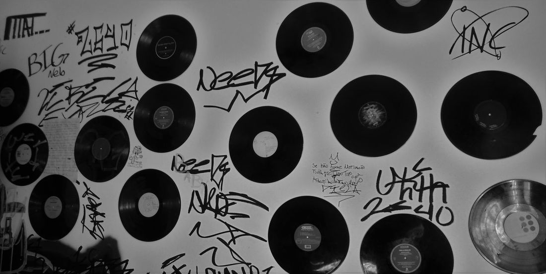 Graffiti Modern Workplace Culture Vinyl Blackandwhite Musicman Recording Studio Street Workeres Streetmusician Streetphotography