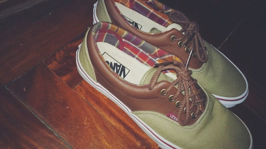 Vans Shoe High Angle View Indoors  No People Pair Close-up Day Vans Off The Wall Zapatos Zapatillas Marron Brown Vansshoes Vans Skate
