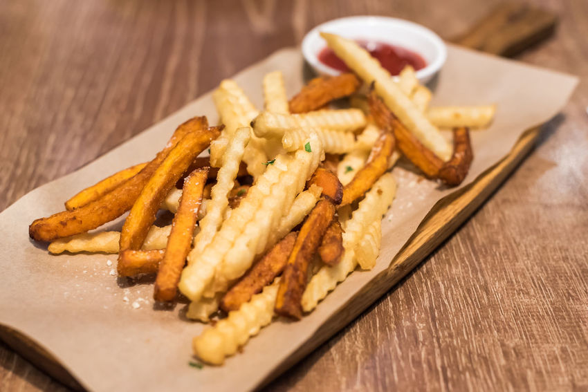 french fries Food Food And Drink Ready-to-eat Freshness French Fries Table Selective Focus Prepared Potato Close-up Wood - Material Fast Food Unhealthy Eating Deep Fried  Potato Plate Fried Snack Indoors  No People Serving Size Dinner Tray Japanese Food
