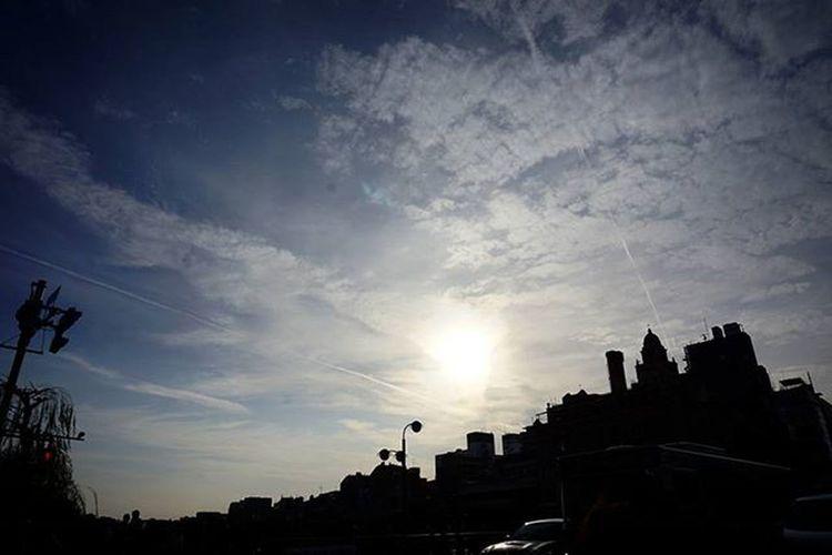 ✈🚀 . カコソラ Sky Cloud 飛行機雲 ✈ 😚 Bluesky 京都 Kyoto Japan 四条大橋 Shijooohashi