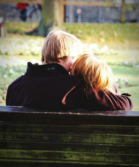 Sitting Rear View Two People Bench Outdoors People Kiss Kissing Hug Park Cambridge Christs Piece Autumn Long Goodbye
