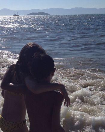 Meu filho Henrique e sua amiga Marcella, olhando o mar ... First Eyeem Photo Filhoamormaior