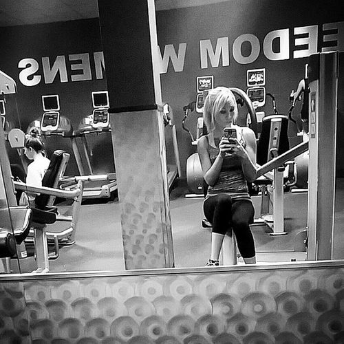Haha there were too many Mirrors not to sneak one picture in. :p Gym Selfie Fatgirlproblems workout freedomfitness