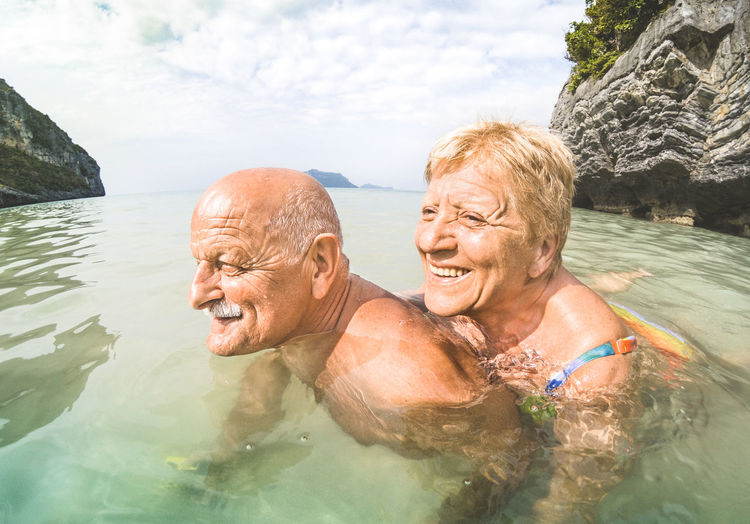 Senior couple having fun at sea trip island hopping in Thailand - Elderly travel concept with healthy old people on south east asia adventure Senior Adult Senior Couple Senior Couple Elderly Travel Destinations Thailand Ang Thong National Marine Park Swimming Beach Travel Paradise Retired Pensioner Retirement Exploring Love Fun Water Excursion Trip Together Piggyback Mature Couple Pension
