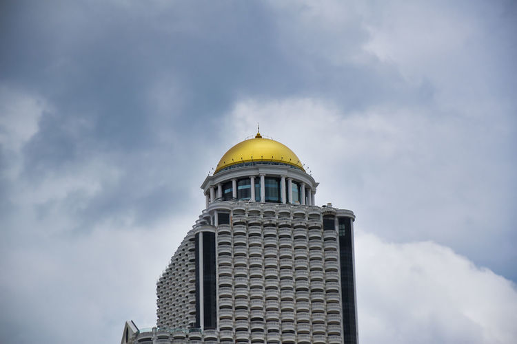 Golden dome of the sky bar rooftop at lebua state tower