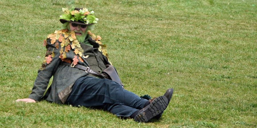 Jack In The Green Festival Jack In The Green Hastings East Sussex May Day 2017 Pagan Pagan Festival Green Color One Man Only Field One Person Grass Green Color Outdoors Sitting Day Nature Adult Camouflage Clothing Performance Freshness Focus On Foreground Arts Culture And Entertainment Real People Live For The Story Sommergefühle