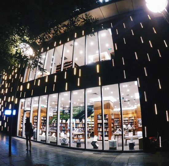 Beijing 💕 la nuit 💕💕 TravelDestinations Holidays ☀ Shoot Shootingphoto  Shooting Taking Photos Architecturephotography Streetphotography Street Architecture_collection Beijing China Pekin Architecture Facade Enjoying Life BEIJING北京CHINA中国BEAUTY