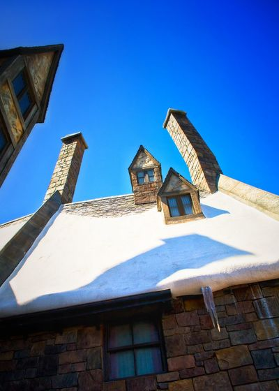 Snow❄⛄ Winter Wintertime Outdoors Snow Miracle Blue Sky USAtrip Orlando Florida Wizarding World Of Harry Potter Travel Photography Architecture Building Exterior Built Structure Fantasy Wizard Vintage Style Vintage Travel Roof Rooftop Chimneys Icicle Icicle Watching