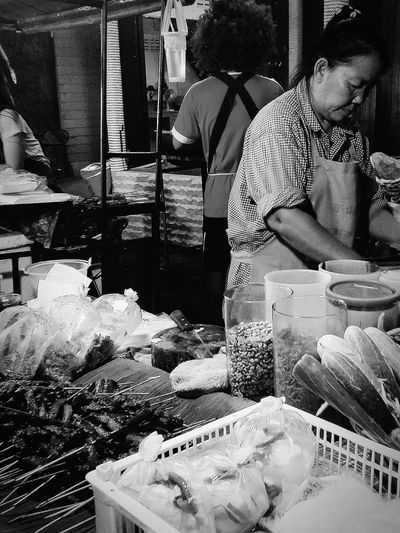 Maenam Night Market Street Vendors Kohsamui Thailand Travelphotography Streetphotography Bnw Bnwcollection Bnwphotography Bnw_captures Bnw_world Bnw_kohsamui Bnw_thailand Bnw_streetphotography Bnw_faces