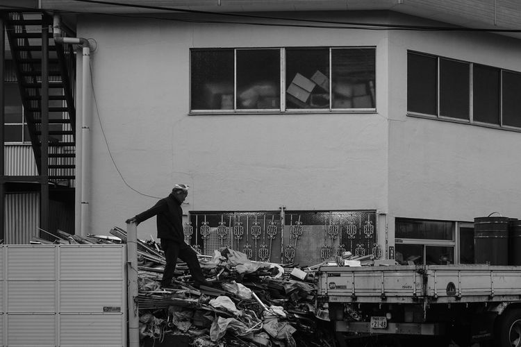 Architecture Building Building Exterior Built Structure City Day Effort Full Length Garbage Lifestyles Men Occupation One Person Outdoors Real People Side View Standing Window Working EyeEmNewHere