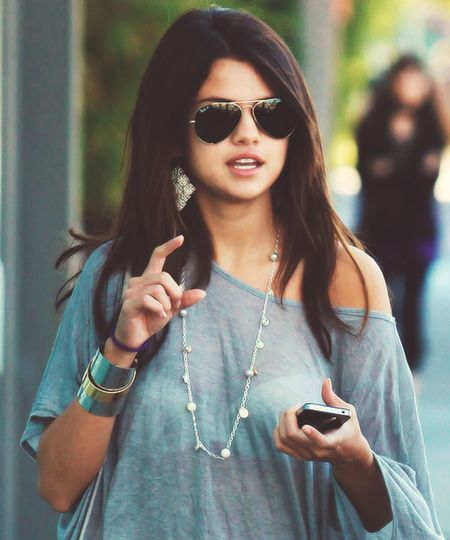Selena Gomez ❤ Rayban ;) Fashion #style #stylish #love #TagsForLikes #me #cute #photooftheday #nails #hair #beauty #beautiful #instagood #instafashion # Tagsforlikes