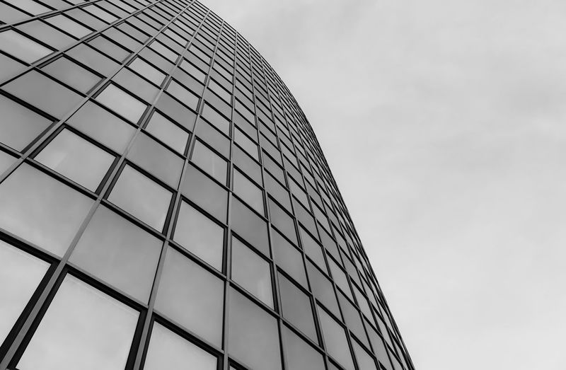 skywards .. Architectural Feature Architecture Architecture_bw Architecture_collection Aufwärts Built Structure Bürohaus Ceiling Development Fenster Glass Glass - Material Himmel Lines Linien Low Angle View Modern Office Building Pattern Sky Skylight Structure Windows