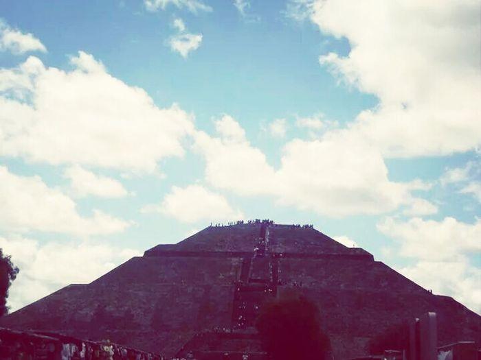 Visit Mexico Traveling The Piramid Sun ☀ Taking Photos