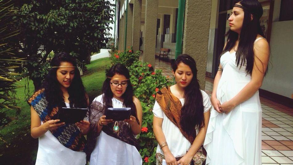Literature Clásica ?❤️. Godess Literature Greece Costume Beautiful Girls Friendship