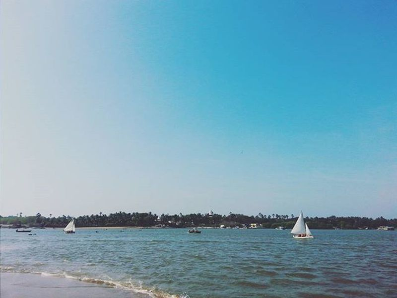 I see a white sail skipping across a blue bay. And I say someday I will. 🌊⛅🌞⚓⛵⛵⛵ Ocean Beachday Beach Boat Sailboat Bluewater Beautifulday Marve Things2doinmumbai Mumbaiinstagrammers Mumbai_lifestyle Nature Green Bluesky Mymumbai Mybestphoto2015
