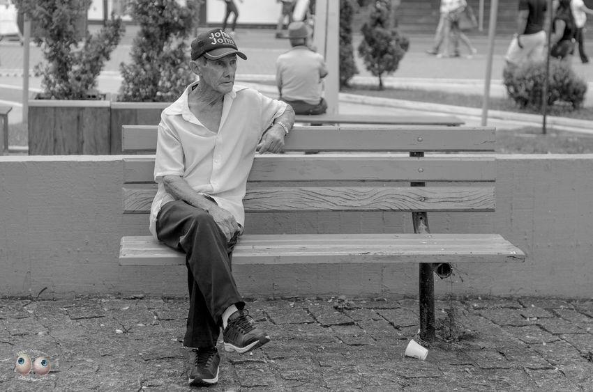 Arteurbana Photoart Fotografiaderua Streetphotography Fotodocumental Documentaryphotography Pb Pretoebranco Pessoas Personagens Poeticadacidade Victornatureza Vitaonatureza Olharnatural
