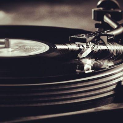 Vinyl Music Dj Mohican dancefloor house deep tech techno underground pickup people lights bar club sound deck