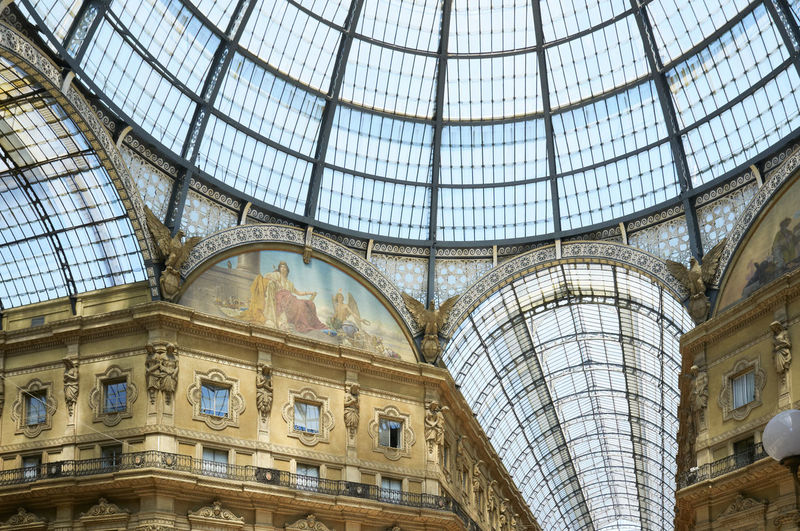 The Galleria Vittorio Emanuele II is a covered double arcade formed of two glass-vaulted arcades at right angles intersecting in an octagon. Piazza del Duomo in Milan, Italy.