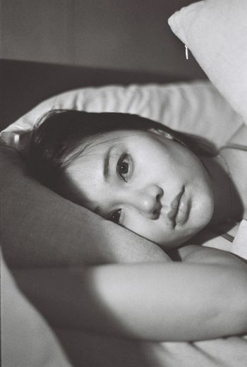 B&W Portrait Olympus OM-1 Bed Close-up Film Photography Film Portrait Indoors  Leisure Activity Looking At Camera Portrait Real People Relaxation Young Adult Young Women Asian Girl