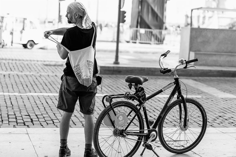 Adult Bicicleta Bicycle City Cycling Lisboa Lisbon One Man Only One Person Only Men P&B Preto E Branco Tourist Transportation Turista
