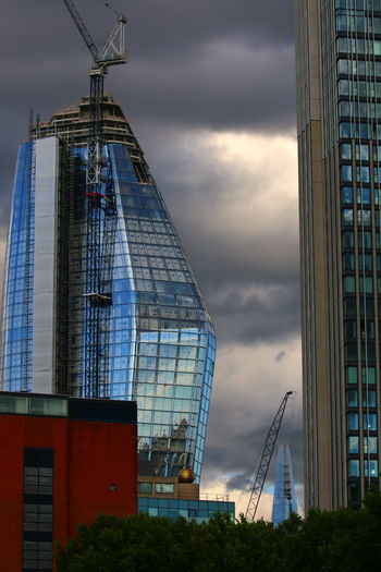 Glass and clouds The Architect - 2018 EyeEm Awards Blackfriars Architecture Modern Skyscraper Building Exterior EyeEm LOST IN London Close-up 3XSPUnity River Thames Bank Pattern, Texture, Shape And Form Pattern Photography Design Pattern Design Architecture Shard In The Distance... LONDON❤ Investing In Quality Of Life One Blackfriars Lines Lines And Angles The Week On EyeEm Postcode Postcards Lost In London