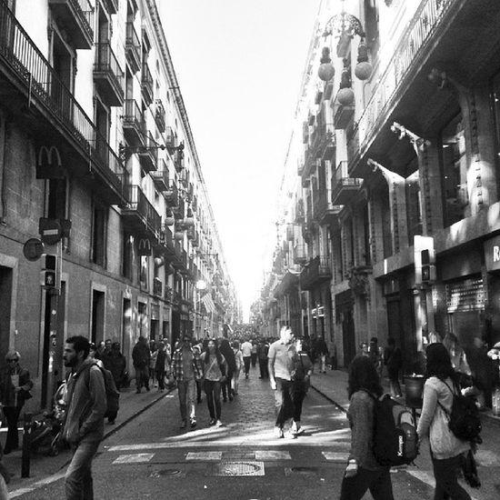 Calle de Barcelona Igerscatalunya Igersbarcelona IgersVenezuela_byn Insta_bwgramers instafoto_ve instashot_ve instapro_ve blackandwhite bcn barcelona catalunya