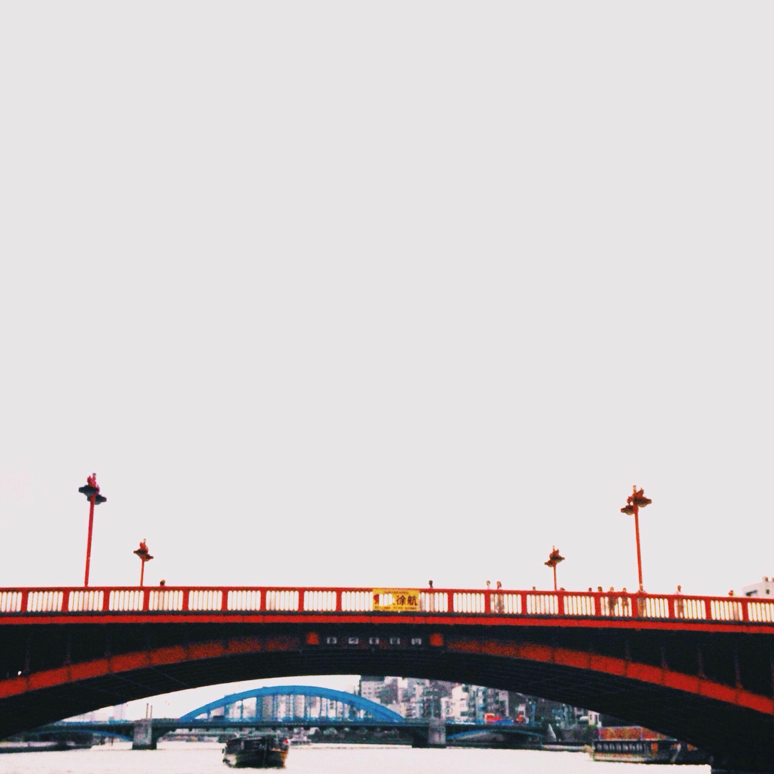 transportation, clear sky, bridge - man made structure, built structure, architecture, copy space, connection, mode of transport, engineering, bridge, travel, railing, low angle view, travel destinations, street light, land vehicle, public transportation, city, outdoors, suspension bridge