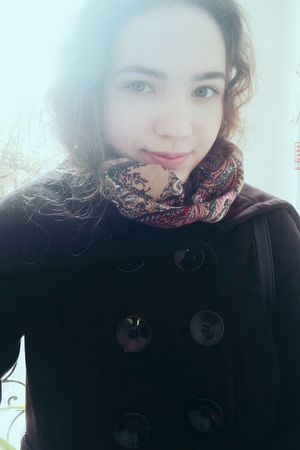 Window Portrait Front View People Nomakeup Warm Clothing Day Natural One Person Cold Temperature Winter Headshot Human Body Part Adult Technology Young Adult Close-up Sky Happıness Adults Only