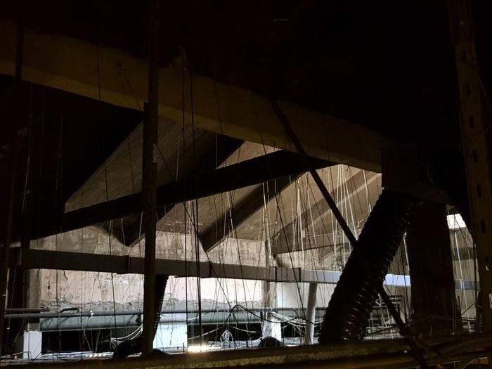 Soffitto Tetto Sun Light And Shadow Supermarket Girder City Underneath Architecture Built Structure