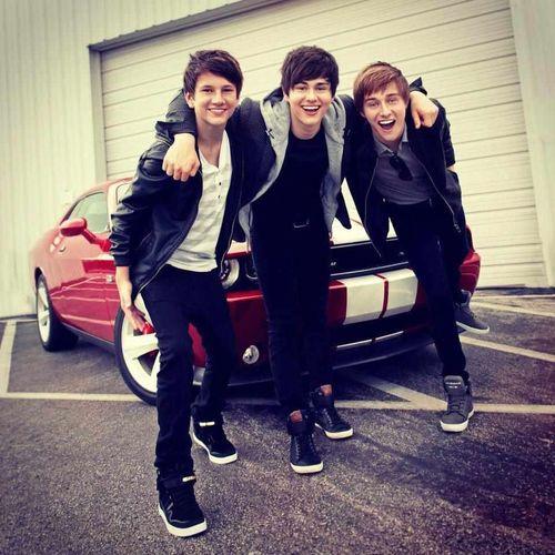 know these guys? ughhh they're mine ♥ HAHAHAHA kidding