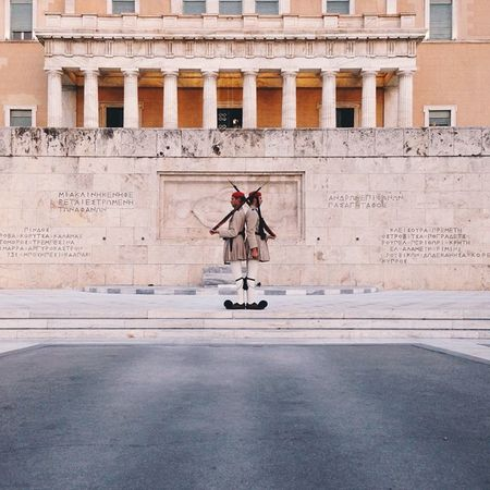 What could be more symmetric subject of the photo than well-trained Greek soldiers during Change of the Guard at the Monument of the Unknown Soldier in Hellenic Parliament in Athens. Skrwt Doyouskrwt Allhailsymmetry VSCO Vscocam Mobilnytydzien6 Mobilnytydzien Grupamobilni