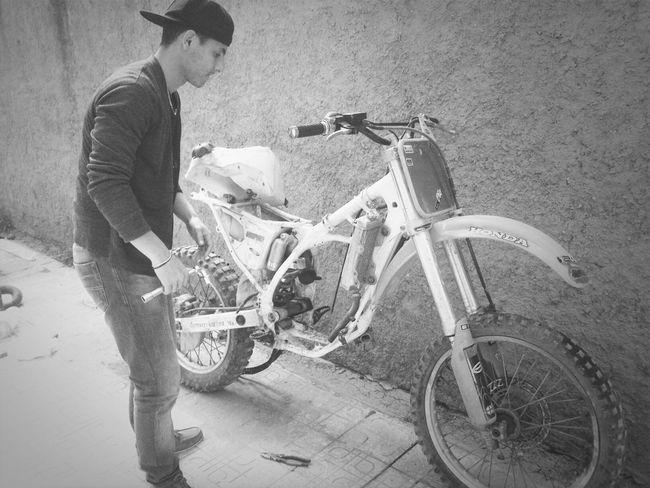 preparation de la moto pour prochain defit Sport Algérie Motocross Preparing