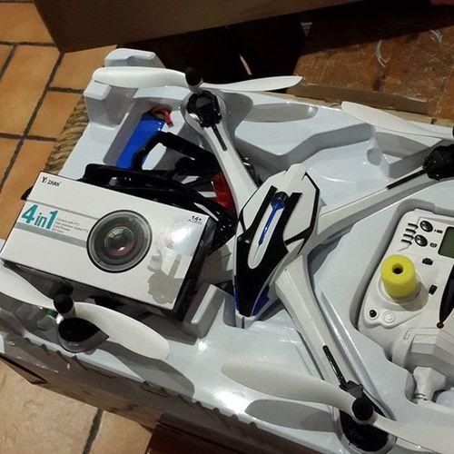 Me llegó este quadcopter de GearBest para ver que tal!!! Esta mas difícil volarlo de lo que pensé :(