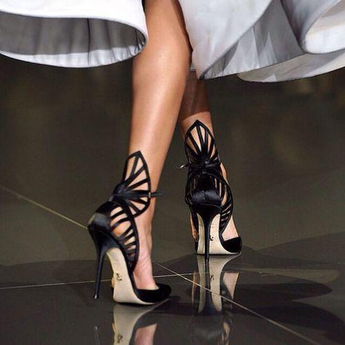 Repost from @marieclairetr Bugünün arzu nesnesi hakkındaki hislerimiz: İs-ti-yo-ruz! İştah kabartan RalphRusso ince topuklu ayakkabılarla lütfen aramıza girmeyin. Marieclairetr Fashion Style intafashion instastyle saturday night shoes black igers tagsforlikes all_shots fashionista stylish