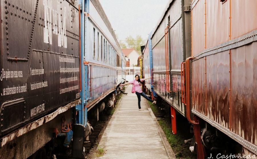Colores Tren Puebla Bella Mulher Mujer Mujereslindas Taking Photos