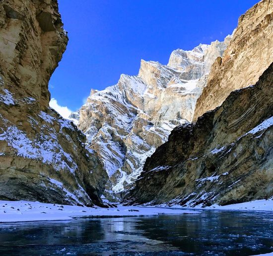 Mountain Snow Mountain Range Scenics Nature Tranquil Scene Cold Temperature Beauty In Nature Winter Day Tranquility Sunlight Sky Water Snowcapped Mountain Outdoors Frozen No People Blue Clear Sky